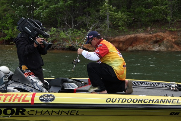 Scott suggs puts 1 in the boat for Ultimate match fishing